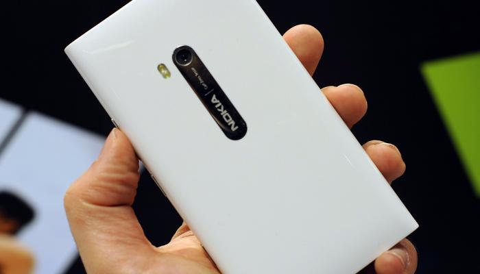 Foto de WPCentral del Nokia Lumia 900 en color blanco
