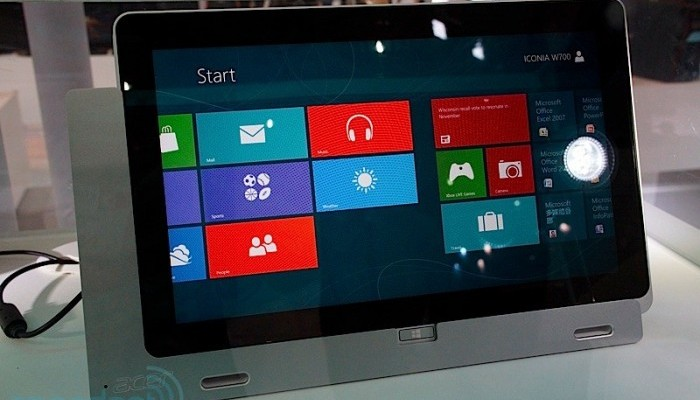Acer W700