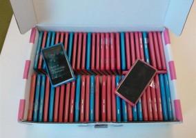 Muchos Nokia Lumia 800 en una caja