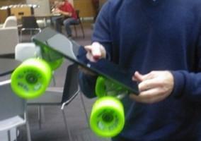 Microsoft Surface convertida en skateboard