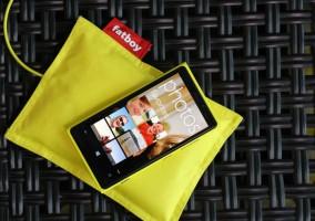 Nokia Lumia 920 y su cargador inalámbrico