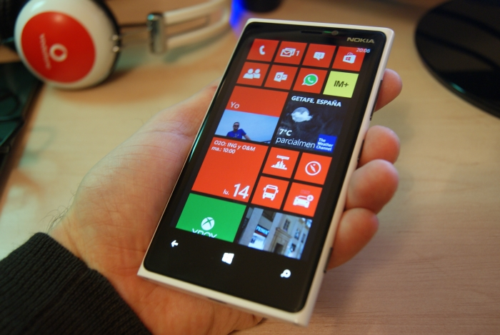 Nokia Lumia 920 en la mano