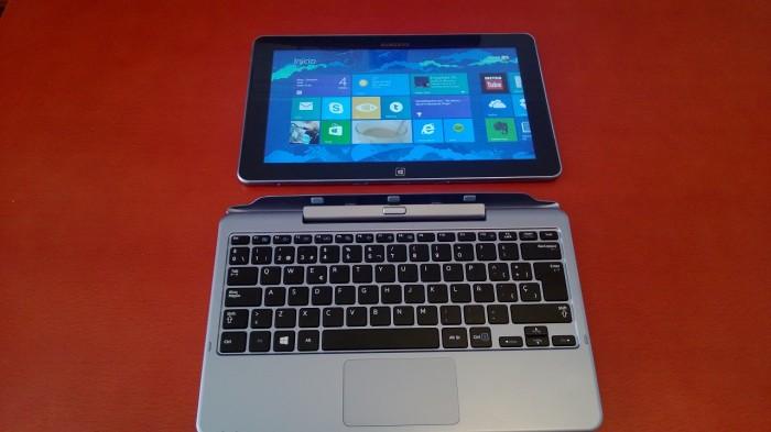Tablet junto al teclado