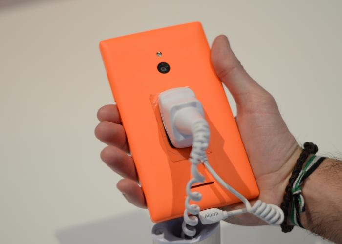 Nokia XL parte trasera