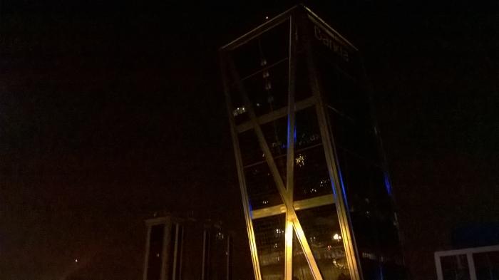 Torres Kio de noche
