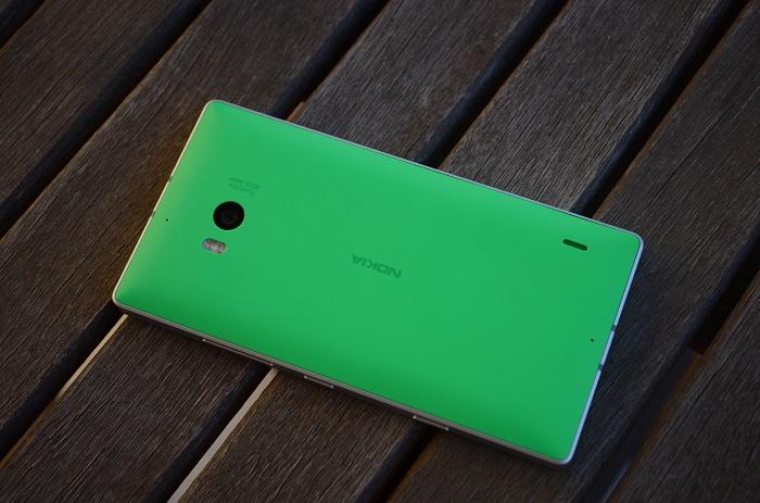 Nokia Lumia 930 detrás