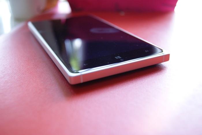 Nokia Lumia 830 inferior