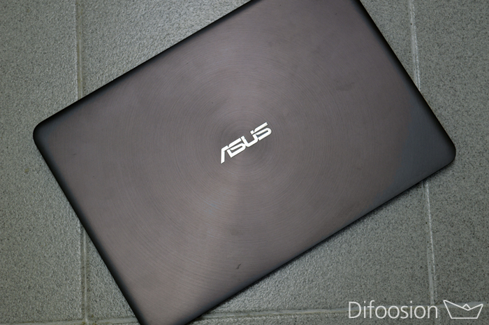 ASUS UX305 frontal