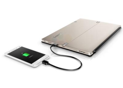Lenovo Miix 720 cargando un teléfono