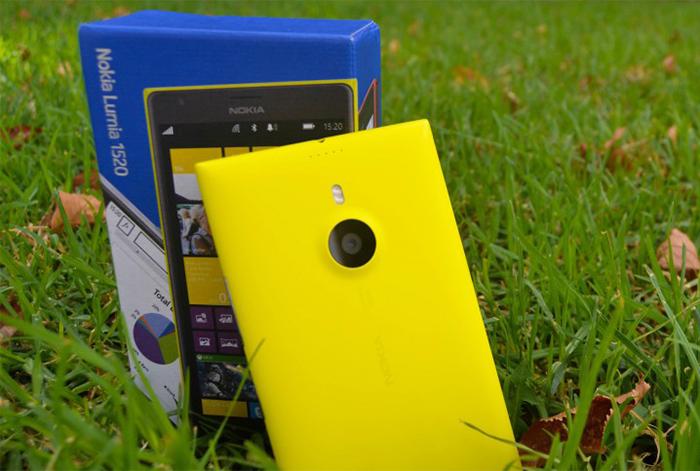 Nokia Lumia 1520 junto a su caja