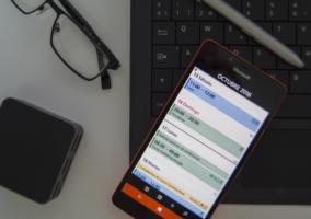 Montaje del Lumia 950 con varios elementos de productividad