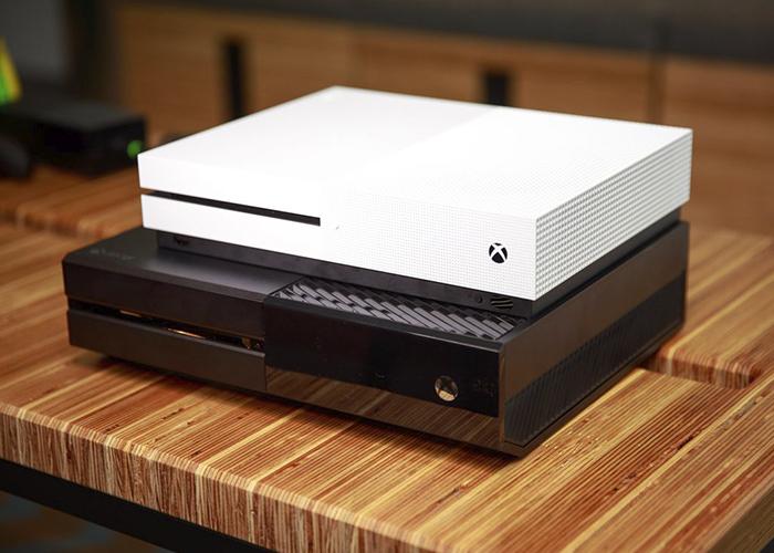 Comparativa de tamaño entre la Xbox One original y la Xbox One S