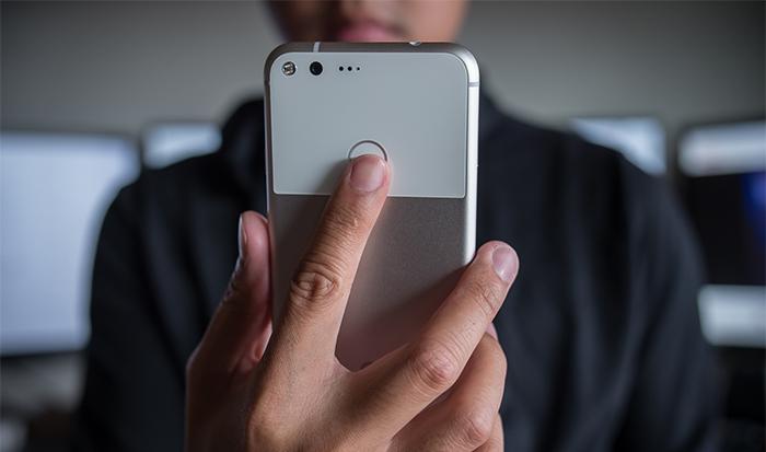 El Google Pixel con sus gestos en el lector de huellas