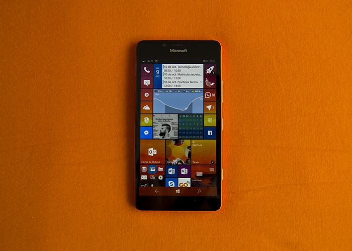 Lumia 950 de color naranja