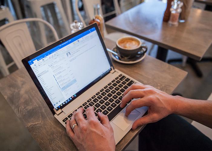 Imagen promocional del nuevo teclado de Brydge para Surface