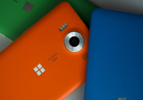 Lumia 950 con varias carcasas de colores