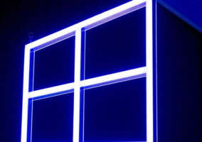 Logo de Windows 10 en un evento de Microsoft