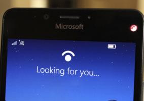 Imagen del Lumia 950 tratando de leer un iris del usuario